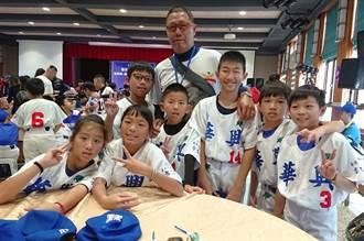 華興棒球隊有女生     奧運國手教練教球