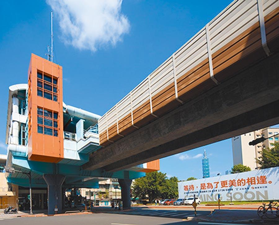 「宏築信義」緊鄰捷運麟光站,可以看到台北101跨年煙火。(業者提供)