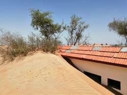 被活埋的沙漠小鎮 居民有門走不得
