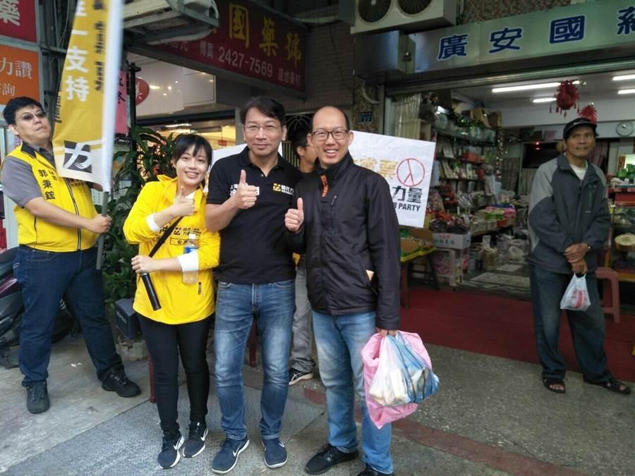 時代力量黨主席徐永明走訪基隆信義市場。(翻攝照片/吳康瑋基隆傳真)