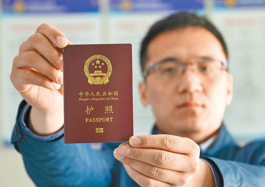 一名中國研究員涉嫌以假護照入境美國,在洛杉磯國際機場被逮捕。(新華社資料照片)