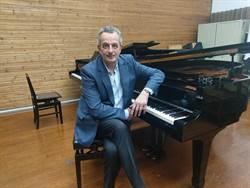 魏樂富老同學柯斯提克來台  強調彈琴要重細節