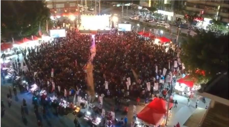 國民黨總統候選人韓國瑜與李翁月娥競選總部成立,空拍影片曝光了,現場爆滿。(翻攝「桃園簡先生」YouTube)