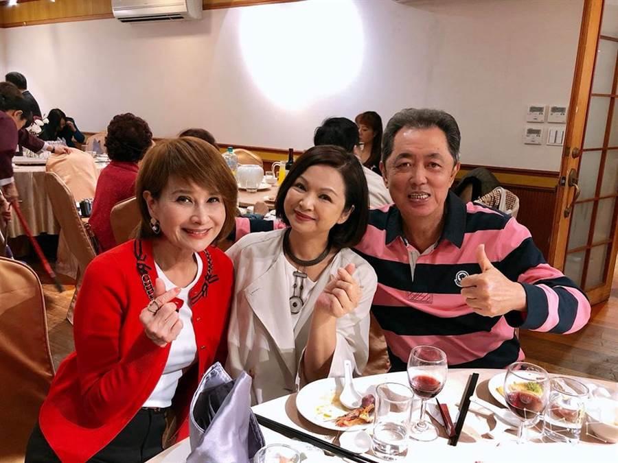 左起:向娃、楊貴媚、朱延平。(圖/翻攝自向娃臉書)
