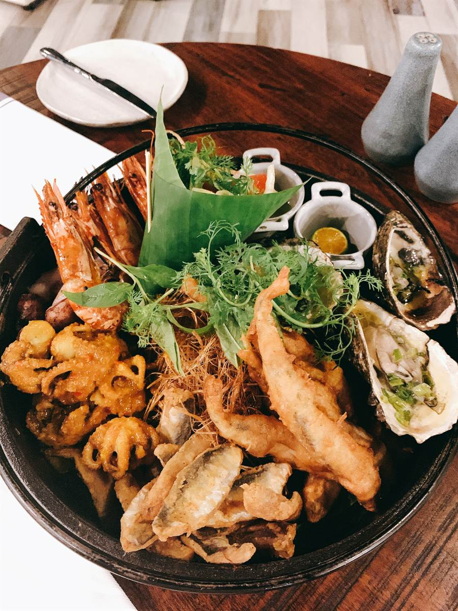 洲際酒店海鮮拼盤主廚魅力晚餐。 圖/盈達旅遊提供