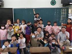 華裔工程師兄弟檔連續12年回台 前進偏鄉教英文