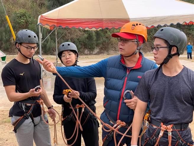 金門警方新兵訓練走進柳營營區,接受密集的實務培訓。(警方提供/李金生金門傳真)