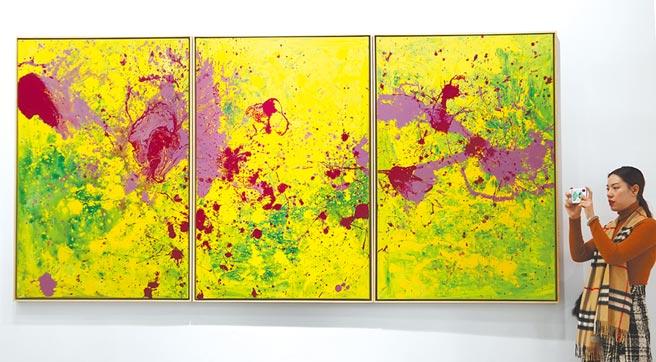 現代畫卻有潑墨山水的範。