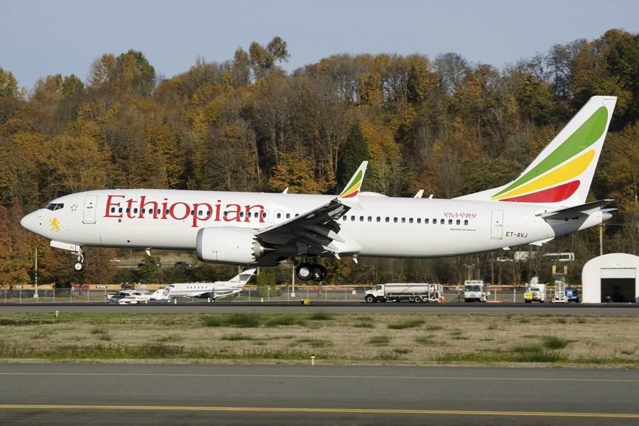 繼印尼獅子航空、衣索比亞航空2起空難奪走346條人命後,波音公司16日宣布,將自2020年1月起,停產737MAX機型。畫面為3月失事的衣索比亞航空班機。(圖/美聯社)
