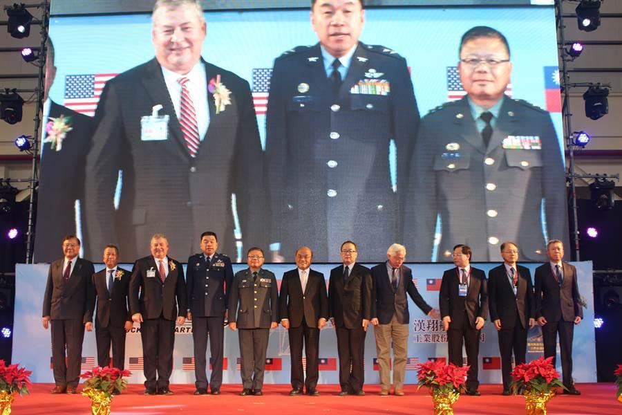 「漢翔與洛馬公司策略聯盟合作協議書」簽署典禮17日在漢翔舉行,行政院長蘇貞昌到場見證。(陳淑娥攝)
