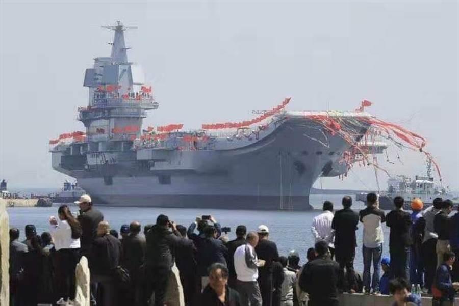 陸002航母於17日在海南正式成軍。相關人士提供