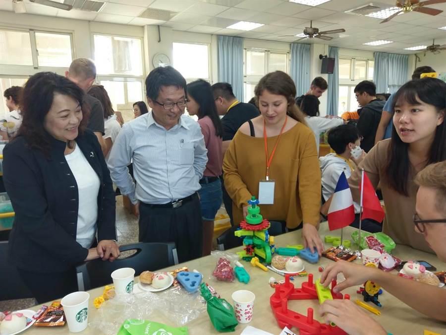 大安國中學生與國際學生交流,並進行一連串好玩課程。(台中大安國中提供/陳淑娥台中傳真)