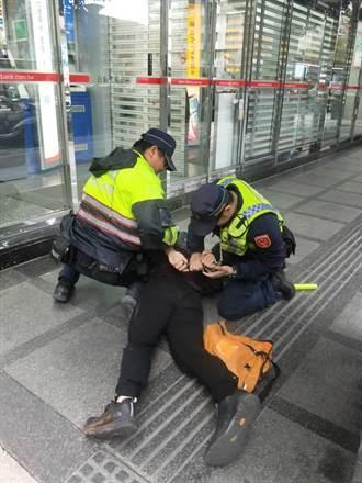 北市松江路銀行遭搶?  原來是警察防搶演練!