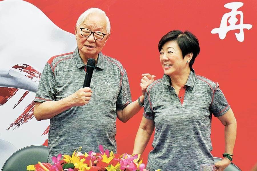 台積電創辦人張忠謀(左)及夫人張淑芬。(資料照)