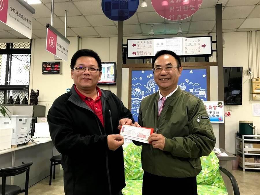 竹東鎮前鎮長羅吉祥(右)去年在竹東鎮長選舉中涉以工作費為名買票,一審判無罪後,檢方再提上訴。(資料照)