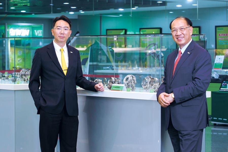 上銀集團總裁卓永財(右)與其獨子上銀科技董事長卓文恒(左)。圖/今周刊提供
