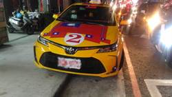 網友深入勞工階層 驚呼:現在很多計程車都掛國旗!