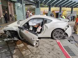 自小客衝撞新市火車站   駕駛重傷送醫