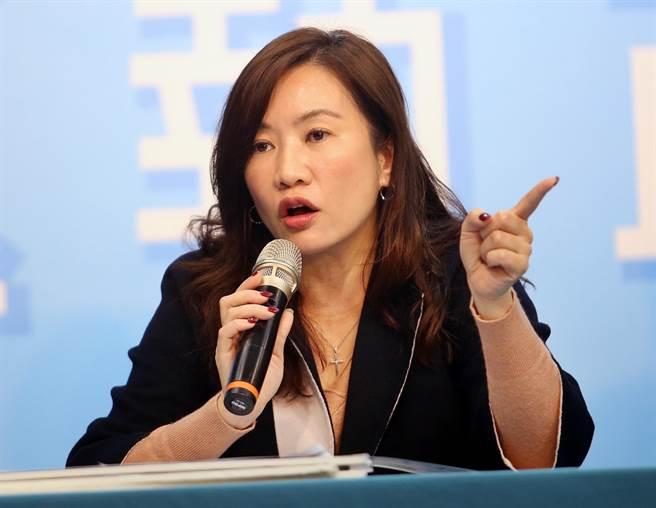 韓國瑜競總發言人王淺秋表示,擔心日後會被有心人栽贓,也呼籲國產署行政中立秉公處理。(范揚光攝)