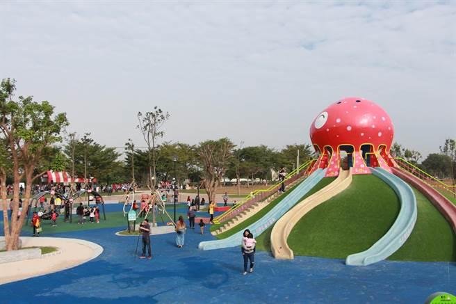 縣內首座親子公園「貓裏喵親子公園」,深獲民眾好評,至今吸引超過10萬人次遊訪。(何冠嫻攝)