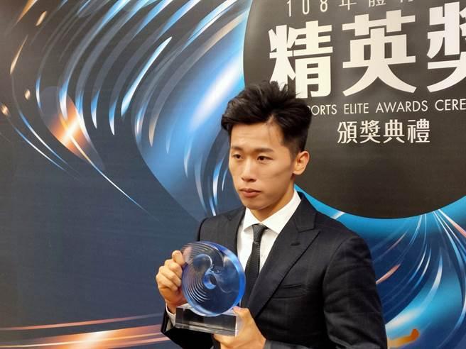 奪得世錦賽銅牌,拿下東京奧運門票的體操王子李智凱,獲選精英獎最佳男運動員獎殊榮。(黃邱倫)