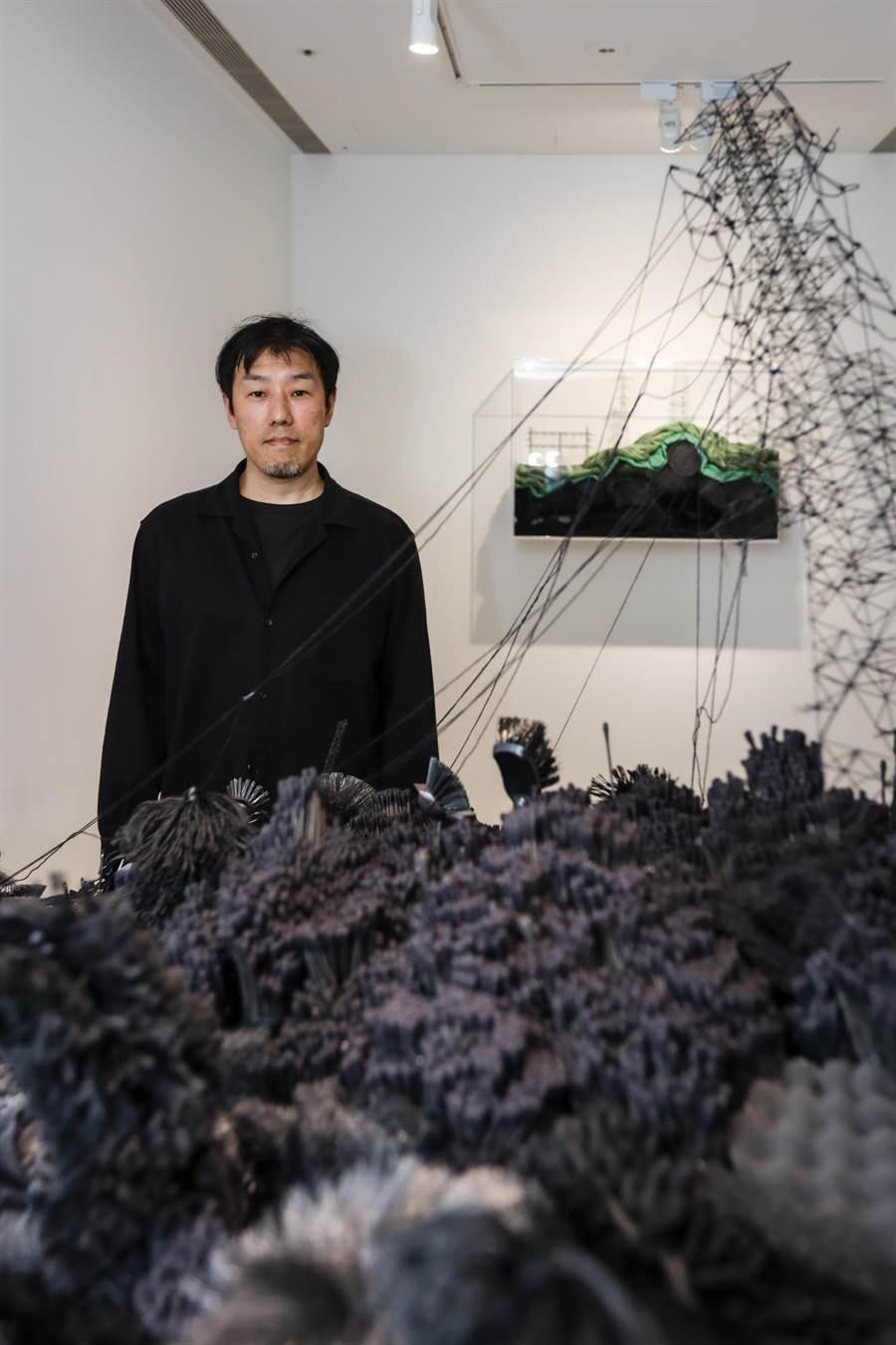 來自日本廣島的藝術家岩崎貴宏以福島核災為題,運用日常物品反思人類欲望。(忠泰美術館提供/李怡芸台北傳真)