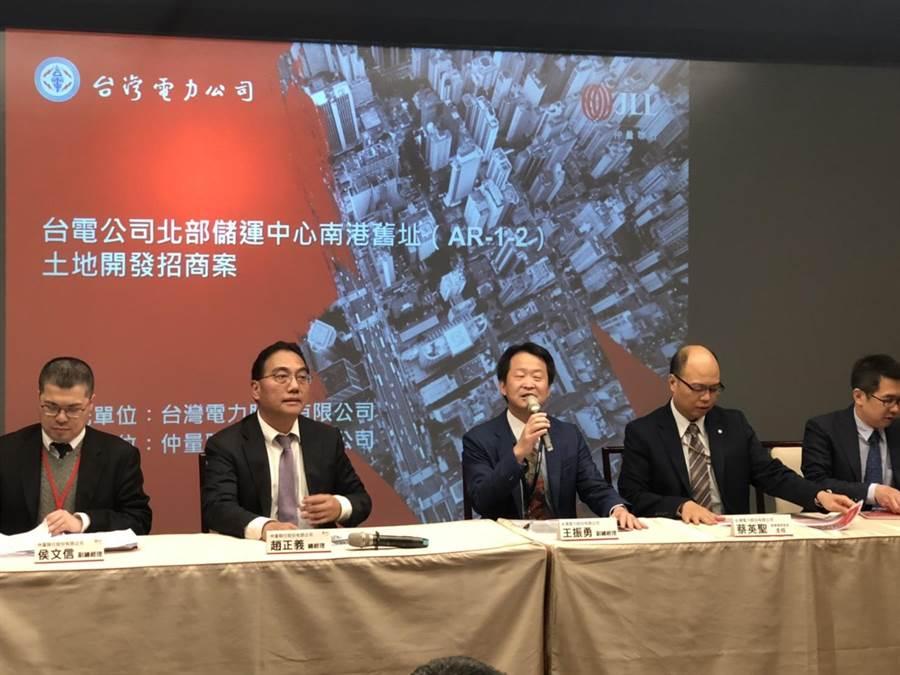 台電今日在總公司舉辦「北部儲運中心都更案」招商會,其總銷價值達300億。吸引知名建商、人壽公司、飯店業者到場。(圖:王玉樹攝)