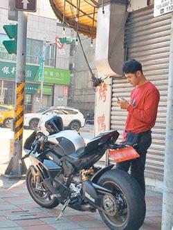 台北街頭捕獲野生小天
