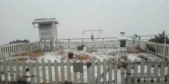 玉山下雪了!排雲山莊降冰霰夾雪花