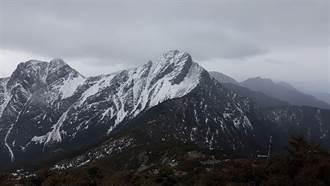 玉山初雪已停 今日仍有下一波降雪可能