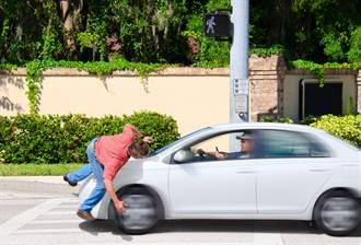 太巧?妻遭車撞 尪竟同地點又被撞