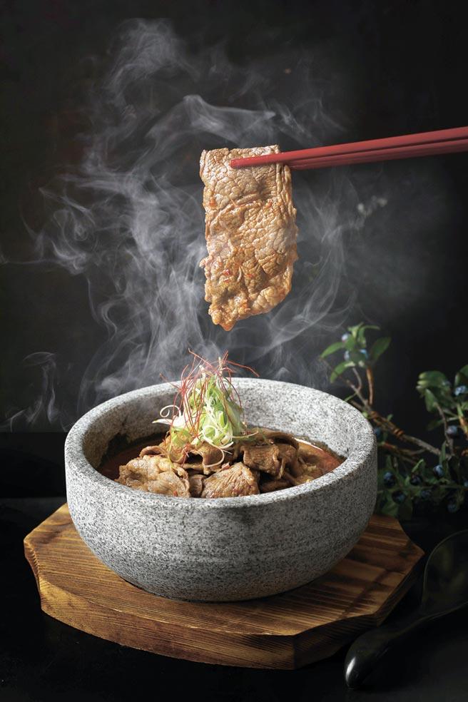 鹹香微辣的「嘟嘟肥牛煲」,是北投麗禧雍翠庭推出的冬令新菜,嚴選美國PRIME等級翼板肉,口感超讚,1月才正式供應。圖/北投麗禧提供