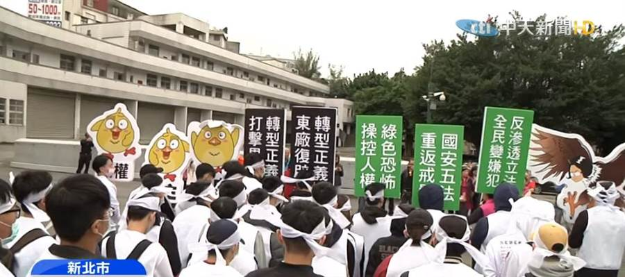 大學生以行動劇諷刺蔡英文政府