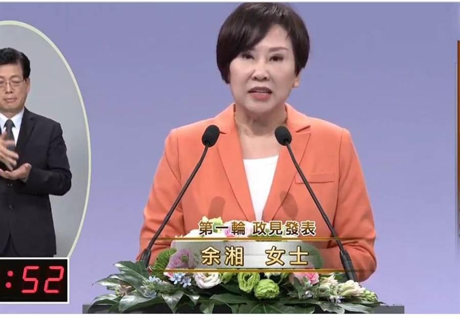 親民黨副總統候選人余湘第一輪發言時痛批民進黨,並要求民進黨擱置反滲透法。