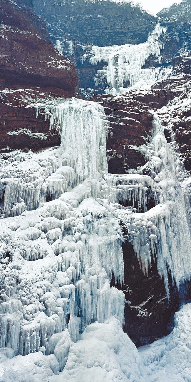 江西廬山三疊泉冰瀑。(朱英培攝)