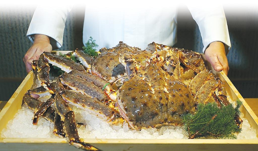 開在台北華國飯店旁雙城街巷內的〈月夜岩〉,是全台第一、也是唯一的「活體鱈場蟹懷石料理餐廳」。圖/姚舜