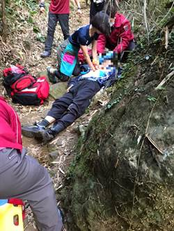 獨自登山疑身體不適 男子趴地送醫不治
