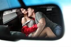 母湯啦 老司機帶路車內女子M腿撩妹給你看