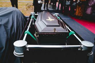 愛妻過世親友哀悼 開棺驚變陌生人