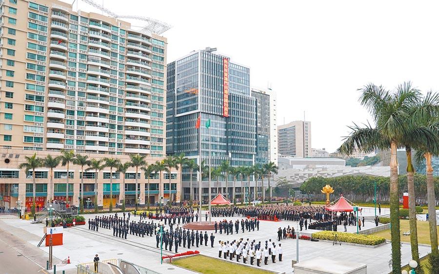 12月20日,澳門政府舉行升旗儀式,慶祝回歸20周年。(新華社)