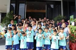 足球隊選手民主洗禮 為張廖萬堅加油