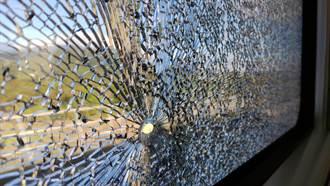 太魯閣號行駛中車窗爆裂 旅客嚇傻無人傷