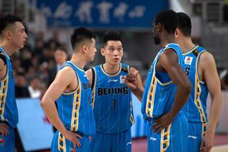 CBA》強勢反彈!林書豪32分領北京大勝