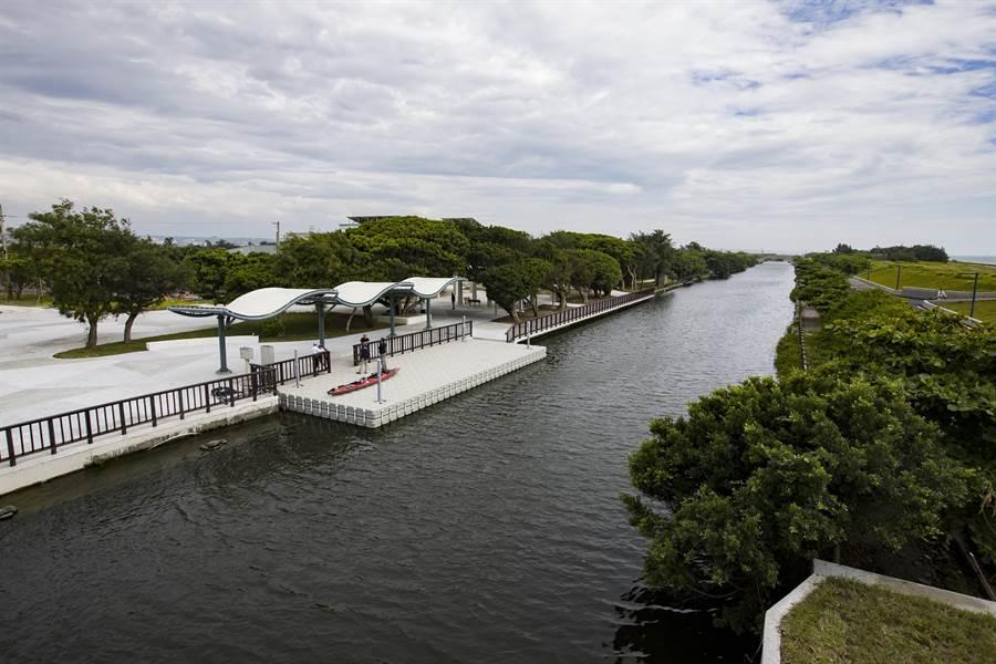 新竹市政府嚴格把關公共工程設計品質,港南運河親水空間獲得「2019年第7屆台灣景觀大賞」風景遊憩類獎項。(市府提供/莊旻靜新竹傳真)