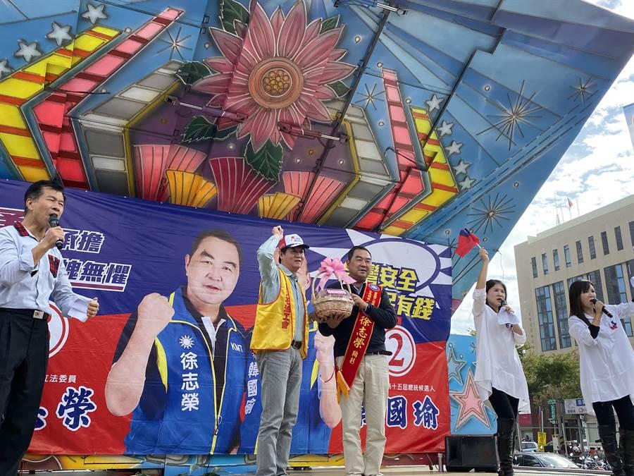 立委徐志榮拚連任,22日成立工商、勞工團體5大系統後援會,獲台灣石油工會力挺。(徐志榮競選團隊提供/巫靜婷苗栗傳真)