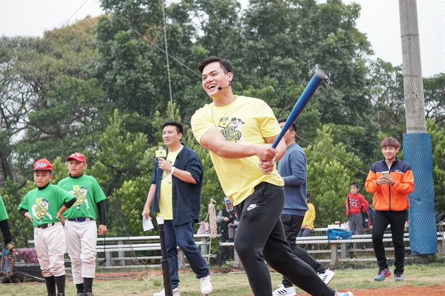 張育成22日參加國泰金控舉辦的公益球迷會,談到江少慶認為他有實力站上大聯盟。(國泰金控提供/鄧心瑜傳真)