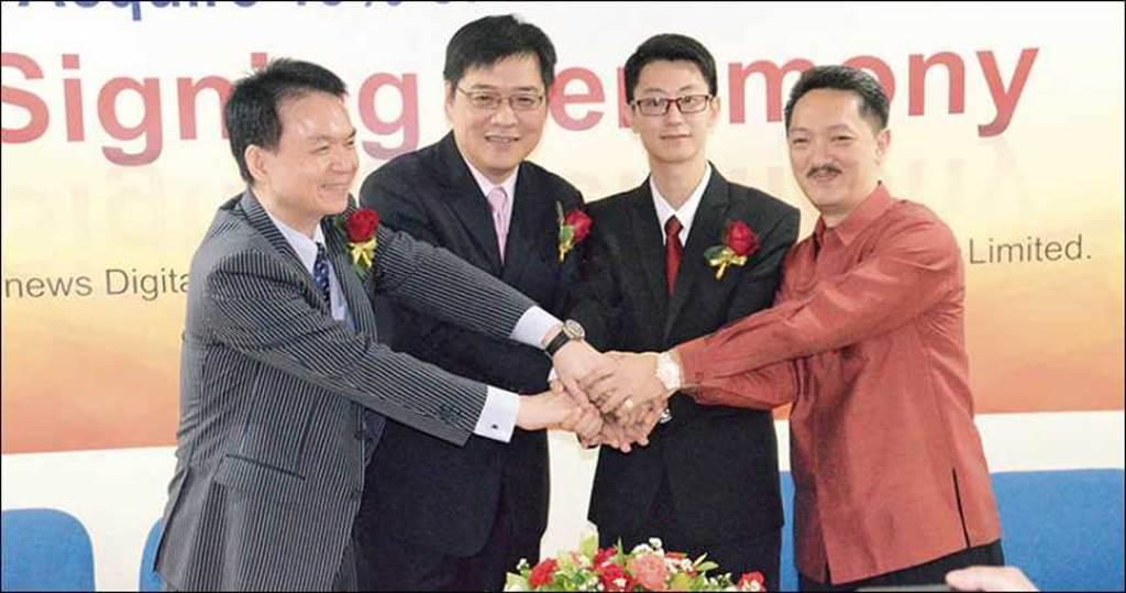 陳金龍與潘尚柏(右一)合作,向投資人推銷寮國的投資案,將兩人「事業」推向顛峰。(圖/報系資料照)