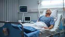 半夜幫量血壓 病患一句話秒惹怒護理師