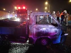 台南中山高小貨車撞車起火 駕駛燒死車內
