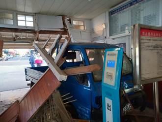 酒駕貨車衝進苗栗大山火車站 撞毀大廳候車室